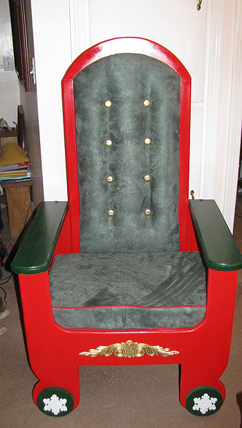 folding-mrs-claus-chair-01