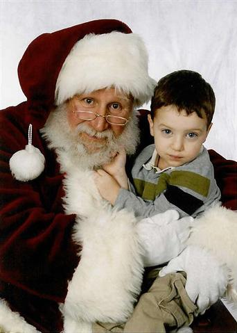 santa-mike-poses-w-child